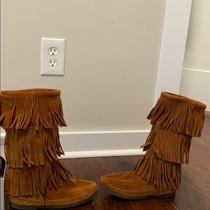 Minnetonka 3- Layer Fringe Boot Brown Suede Size 7